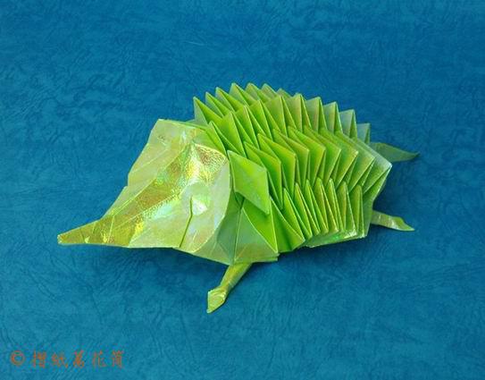 02 Декабря 2012.  Совершенно очаровательный оригами ежик от всемирно известного оригамиста Эрика Джойзела.